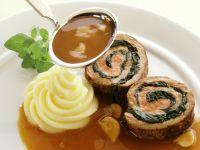 Kalbs-Spinat-Rolle mit Pilzsoße Rezept