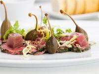 Kalbscarpaccio mit Thunfisch und Kapern Rezept