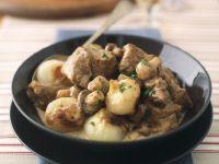 Kalbsgulasch mit Champignons und Zwiebeln Rezept