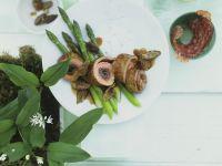 Kalbsröllchen mit Bärlauch, Salami und Spargel Rezept
