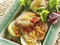 Kalbsschnitzel mit grünem Salat Rezept