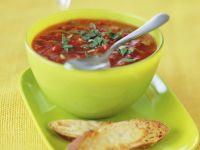 Kalte Gemüsesuppe mit Käse-Röstbrot Rezept