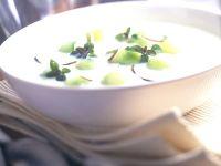 Kalte Gurken-Kokossuppe