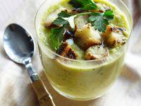 Kalte Gurkensuppe mit Brotwürfeln Rezept