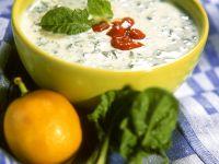 Kalte Joghurt-Spinatsuppe Rezept