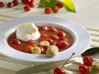 Kalte Sauerkirschsuppe mit Amarettini Rezept