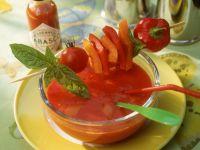 Kalte Tomatensuppe mit Paprikaspieß Rezept