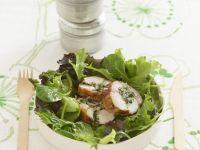 Kaninchenrouladen mit grünem Salat Rezept