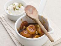 Karamell-Aprikosen mit Pistazienjoghurt Rezept