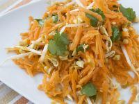 Karottenrohkost mit Sprossen und Koriander