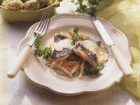 Karpfen mit Gemüse und Kartoffeln