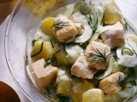 Kartoffel-Gurkensalat mit Lachs Rezept