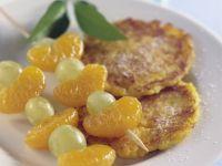 Kartoffel-Kürbis-Puffer mit Obstspießen