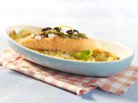 Kartoffel-Lachs-Gratin mit Olivenhaube Rezept