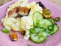 Kartoffel-Quark-Püree mit Räuchermarkele und Gurkensalat Rezept