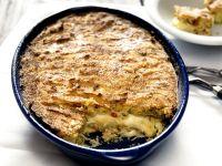 Kartoffelauflauf mit Käse und Salami