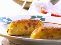 Kartoffelbratlinge mit Sauerkraut und Speck Rezept