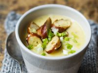 Kartoffelcremesuppe mit Brezenhobeln Rezept