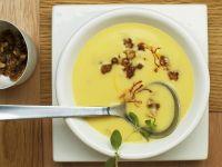 Kartoffelcremesuppe mit Safran, Speck und Karamell-Nüssen Rezept