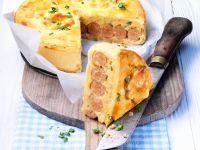 Kartoffelkuchen mit Würstchen Rezept