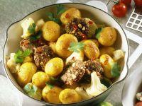 Kartoffeln mit Erdnußplätzchen und Koriander