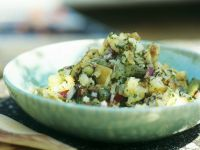 Kartoffelsalat mit Gewürzgurken und Zwiebeln Rezept