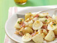 Kartoffelsalat mit Speck, Wachteleiern und Senfvinaigrette Rezept