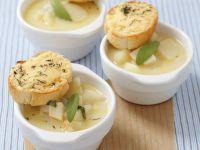 Kartoffelsuppe mit Sellerie, Salbei und Thymian Rezept