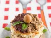 Kartoffeltortilla-Türmchen mit Olivenpaste Rezept