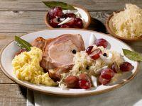 Kassler mit Püree, Sauerkraut und Weintrauben Rezept