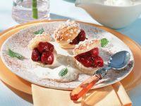 Kirsch-Blätterteig-Canapées mit Vanille-Eissauce Rezept
