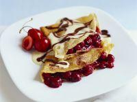 Kirsch-Crêpes mit Schokosauce Rezept
