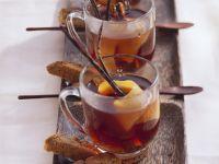 Kirsch-Schlehen-Punsch mit Amaretto Rezept