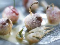 Kirschen und Salbei im Backteig mit Vanillesoße Rezept