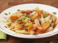 Klare Gemüsesuppe mit Weißkohl Rezept