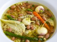 Klare Suppe mit buntem Gemüse Rezept