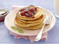 Kleine Buttermilchpfannkuchen mit Kirschmarmelade Rezept