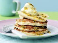 Kleine Pfannkuchen mit Ricotta, Banane und Maracujasoße Rezept