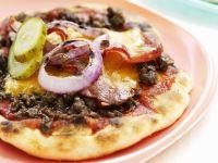Kleine Pizzen mit Hackfleisch, Käse und Schinken Rezept