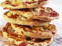 Kleine Pizzen mit Mais und Chili