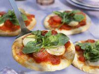 Kleine Pizzen mit Tomate und Sauerampfer Rezept