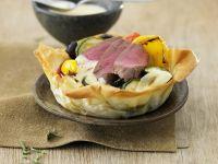 Kleine Ratatouille-Quiche mit Lamm und Rosmarin-Wein-Soße Rezept