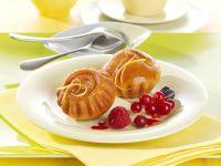 Kleine Zitronentörtchen mit marinierten Beeren Rezept