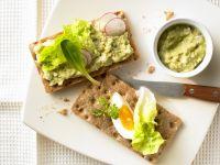 Käckebrot mit Eier-Avocado-Aufstrich Rezept
