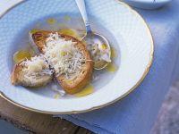 Knoblauchsuppe mit Käsebrot Rezept