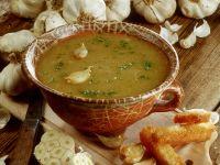 Knoblauchsuppe mit Röstbrot Rezept