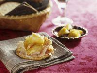 Knusperkeks mit Apfelkompott und Schinken Rezept