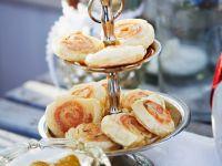 Knusprige Lachs-Blätterteigröllchen Rezept