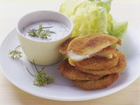 Kohlrabi mit Parmesanhülle und Kräuterjoghurt Rezept