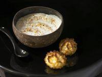 Kokos-Kaffee-Mousse mit Kokosmakronen Rezept